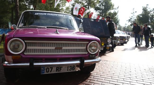 Murat 124 otomobil tutkunları Antalyada buluştu