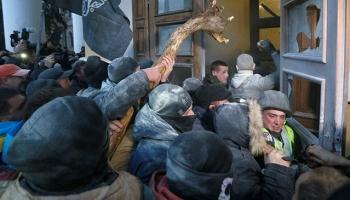 Eski Gürcistan Cumhurbaşkanı Saakaşvili ile taraftarlarının gösterisinde arbede yaşandı