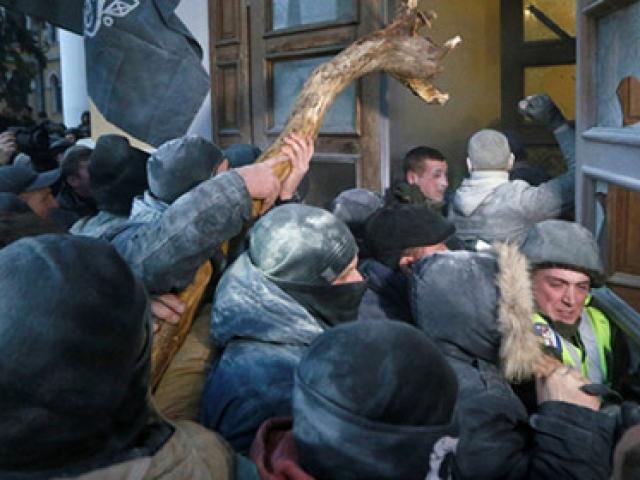 Saakaşvili ve taraftarlarının protesto yürüyüşünde olay çıktı