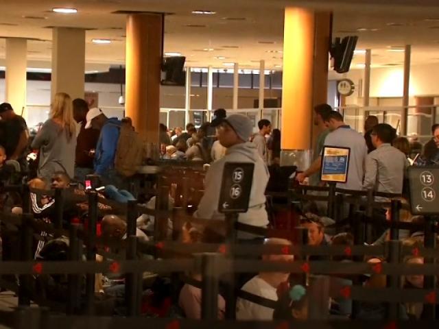 ABDde binlerce yolcu havalimanında mahsur kaldı