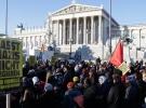 Avusturya'da aşırı sağcı yeni hükümet protesto edildi