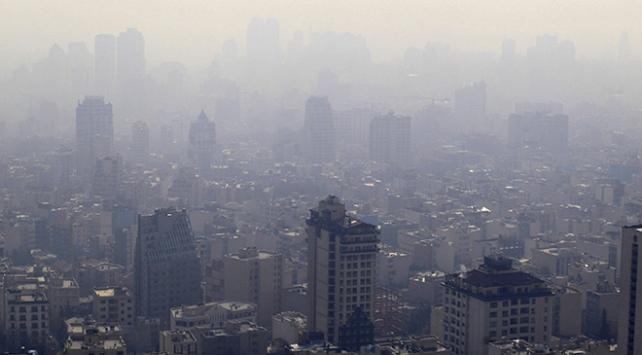 Tahranda hava kirliliği okulları tatil ettirdi