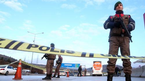 Olay yeri inceleme ekipleri Ankara'da şehit olan polis memurunun olay mahallînde incelemelerde bulundu