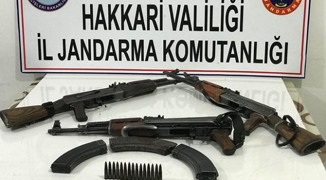 Hakkaride PKKya ait silah, mühimmat ve patlayıcı ele geçirildi