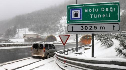 Bolu Dağı'nda trafiğe kar engeli