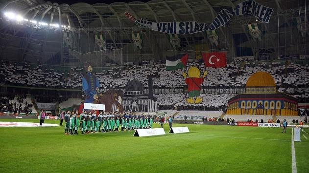 Atiker Konyaspor-Fenerbahçe karşılaşması öncesinde Kudüs koreografisi