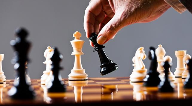 Katar ve Suudi Arabistan arasında satranç krizi