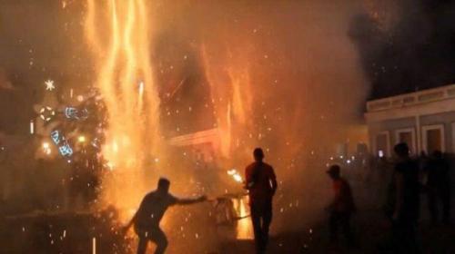 Yanlışlıkla patlayan havai fişekler 22 kişiyi yaraladı