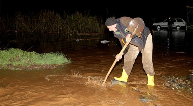 Muğlada şiddetli yağış tarım arazilerini ve seraları vurdu