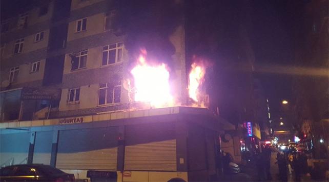 İstanbulda bir apartmanda çıkan yangında 7 kişi dumandan etkilendi