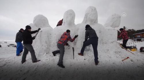 Sarıkamış Harekatında donarak şehit olan askerlerin kardan heykellerinin yapımına başlandı