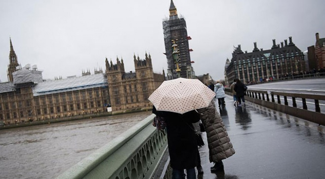 İngiltere Eleanor fırtınası hayatı olumsuz etkiliyor