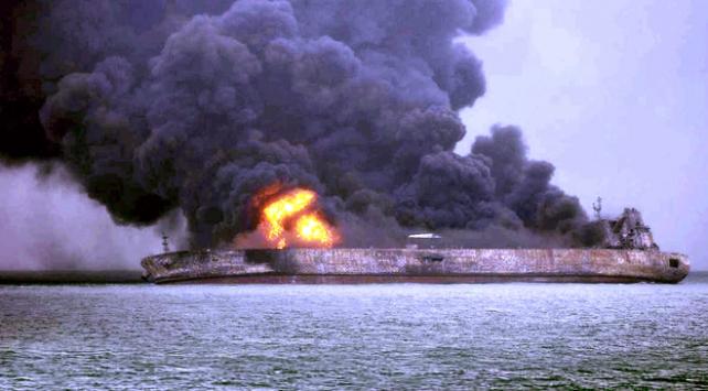 Çinde petrol tankeriyle yük gemisi çarpıştı