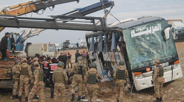 Şırnakta Irak uyruklu yolcuları taşıyan otobüs devrildi