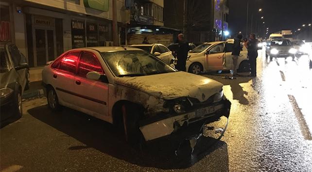 Kaza yaparak savrulan otomobil 7 araca çarparak durabildi