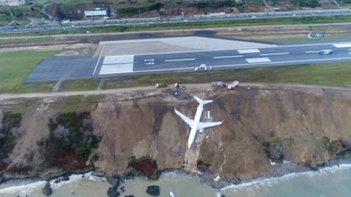 Trabzonda pistten çıkan uçağı kurtarma çalışmaları sürüyor