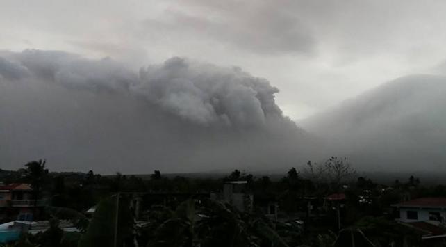 Filipinlerde ve Papua Yeni Ginede yanardağ alarmı