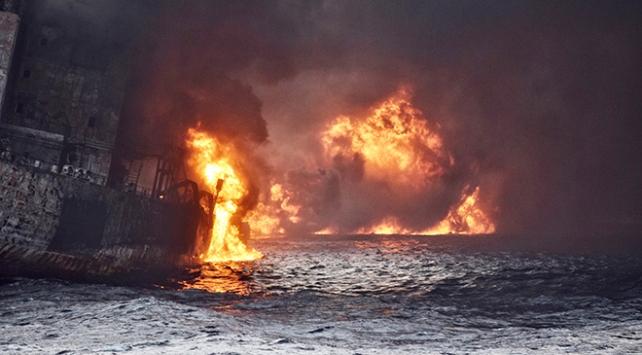 Çinde bir haftadır yanan tanker battı: 31 mürettebat kayıp