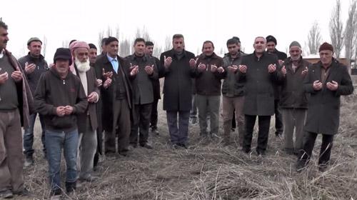 Muş'ta köylüler kar duasına çıktı