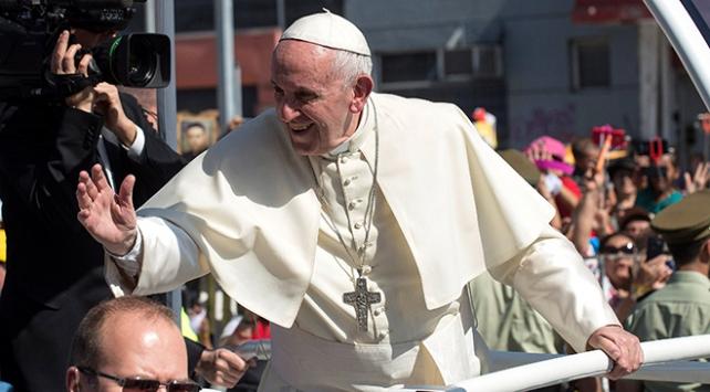 Papanın Şili ziyaretinde ortalık karıştı