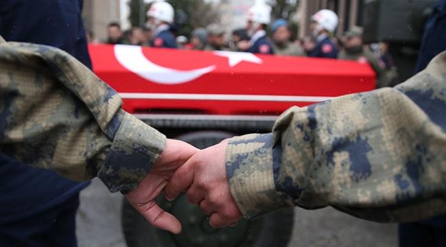 Ispartada uçak kazasında şehit olan 3 asker memleketlerinde son yolculuklarına uğurlandı