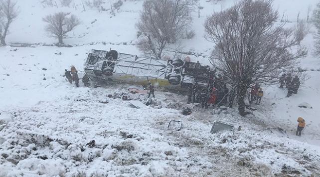 Muşta yolcu otobüsü dereye uçtu: 6 ölü, 34 yaralı