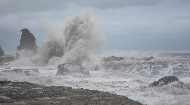 Fırtına yıktı geçti: Tekneler alabora oldu, direkler yıkıldı