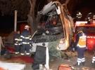 Eskişehir'de tur otobüsü ağaca çarptı: 11 ölü, 44 yaralı