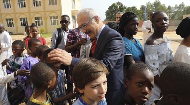 Malide 18 okulu bulunan Maarif Vakfının öğrenci yurdunu Kalkınma Bakanı Lütfi Elvan açtı
