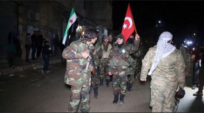 ÖSO birlikleri ellerinde Türk bayraklarıyla PYD/YPG ile savaşmak için hazırlar