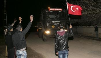 Tanklar, sınır hattına vatandaşların sevgi gösterileriyle uğurlandı