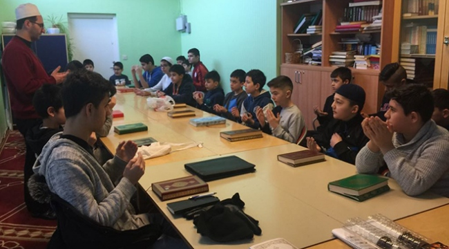 İsveçteki gurbetçi çocuklar Türk askeri için dua etti