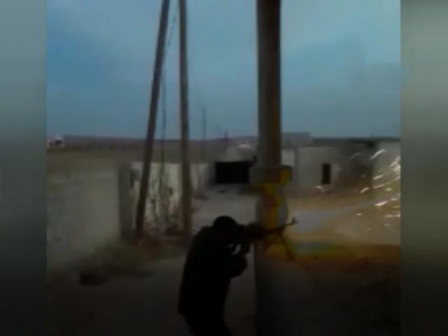 Afrin sınırındaki  PKK/PYD-YPG mevzileri ÖSO tarafından böyle ateş altına alındı