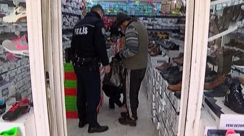 Polisten engelli gence duygulandıran davranış