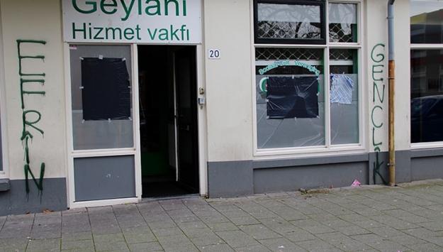 Hollandada terör örgütü yandaşlarından camiye saldırı