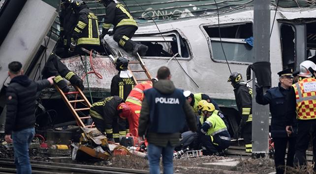 İtalyada yolcu treni raydan çıktı