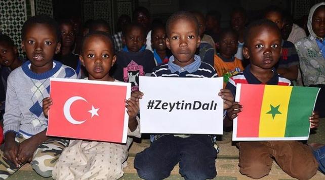 Senegalli öğrenciler Türk askeri için dua etti