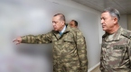 Cumhurbaşkanı Erdoğan kamuflajını giydi, sınırda Harekat Merkezini denetledi