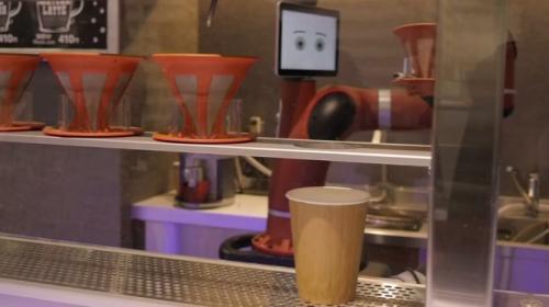 Japonyada bir kafede kahveyi robotlar hazırlıyor