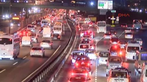 İstanbul'da okul servisleri trafiğe çıktı