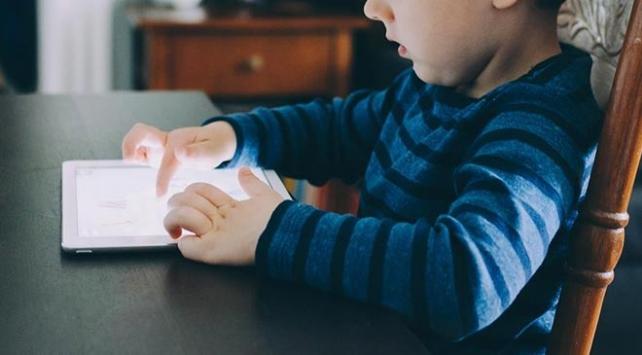 İlk üç yaşta ekran ve dijital cihazların zararları