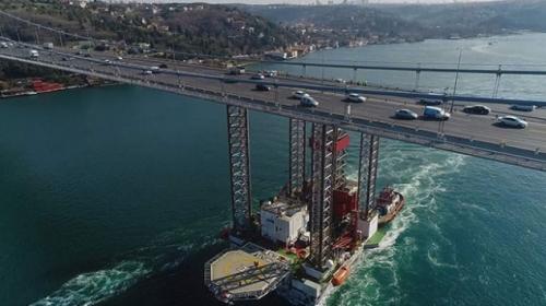 Dev platform ikinci denemesinde İstanbul Boğazı'ndan geçti