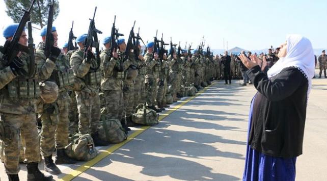 Komandolar dualarla Afrine uğurlandı