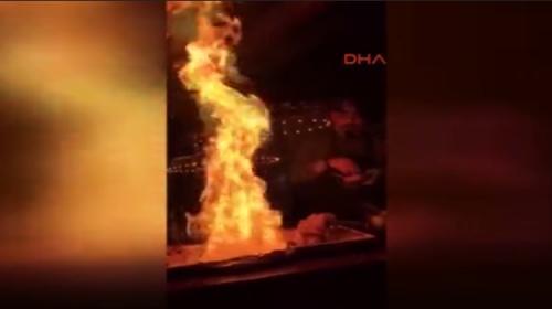 Erdal Şefin alev şovu yangın sensörlerini çalıştırdı