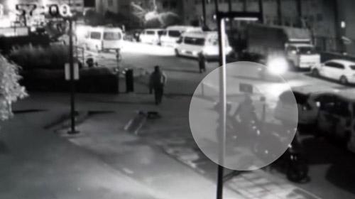 Vatandaşların gözü önünde 20 saniyede motosikleti böyle çaldılar