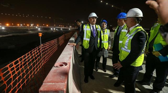 Dışişleri Bakanı Çavuşoğlu, Kuveyt havalimanı şantiyesini gezdi