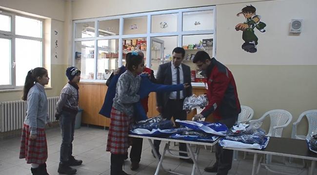 Ağrıda 650 öğrenciye giyim yardımı yapıldı