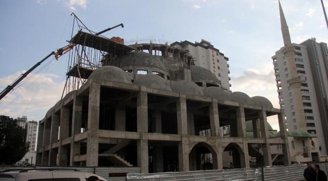 Adanada cami inşaatında iskele çöktü: 3 yaralı