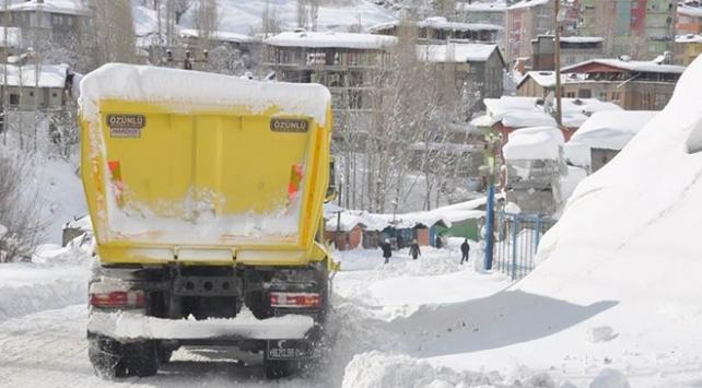 Hakkaride kar yağışı