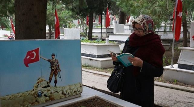 Mehmetçiğin Afrindeki kahramanlıklarını şehit oğluna anlatıyor